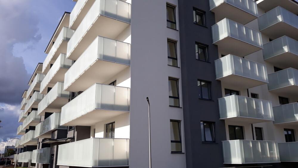 balustrady szklane balkonowe producent