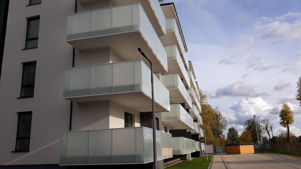 Balustrada szklana aluminiowa na taras balkon